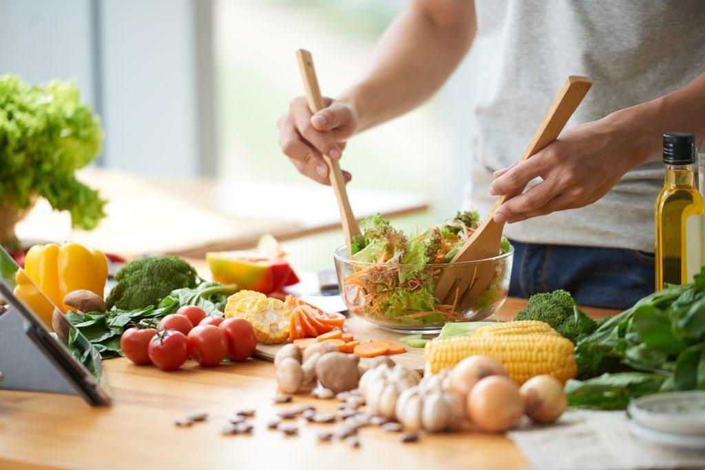 Leckerer Salat mit vielen gesunden Zutaten
