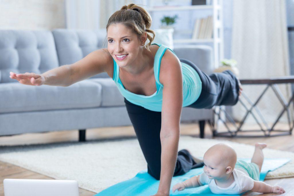 Alle Übungen der Rückbildungskurse sollten auch zuhause regelmäßig durchgeführt werden